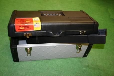 Suitcase metal/plastic.57x29x26cms.