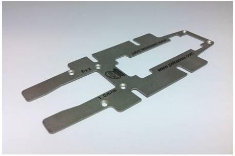 Base metalica 1/24 de 1mm para chasis de fibra lineal